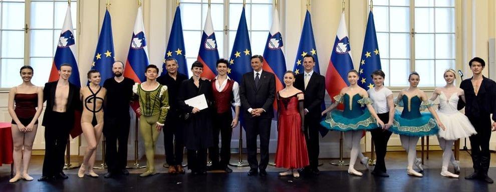 PREDSEDNIK RS SLOVENSKEMU BALETU SVEČANO VROČIL LISTINO NAD ČASTNIM POKROVITELJSTVOM PRAZNOVANJA 100-LETNICE PROFESIONALNEGA BALETA V SLOVENIJI