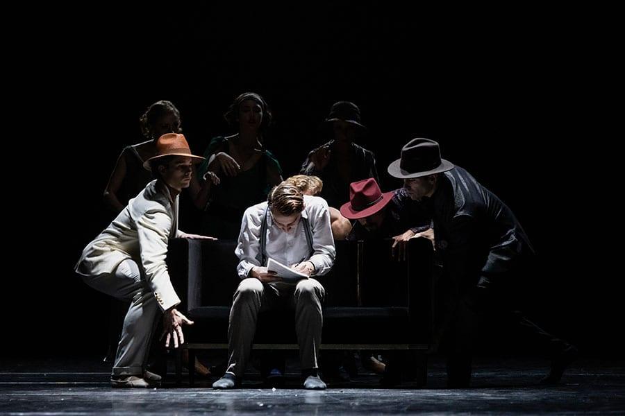 Veliki Gatsby: István Simon k. g., Lukas Bareman, Petar Đorčevski in baletni ansambel; foto: Darja Stravs Tisu; vir: SNG Opera in balet Ljubljana