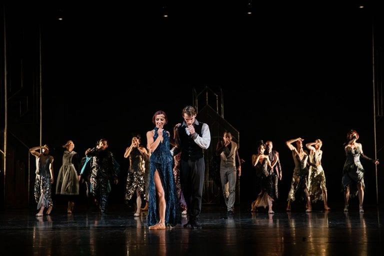 Veliki Gatsby: Rita Pollacchi, Lukas Bareman in baletni ansambel; foto: Darja Stravs Tisu; vir: SNG Opera in balet Ljubljana