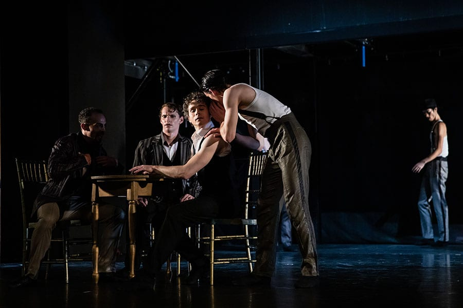 Veliki Gatsby: Hugo Mbeng, Lukas Bareman, István Simon in baletni ansambel; foto: Darja Stravs Tisu; vir: SNG Opera in balet Ljubljana