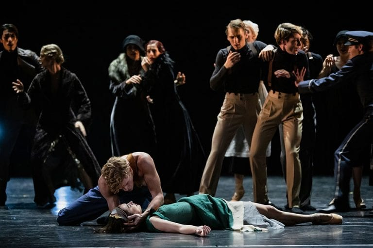 Veliki Gatsby: Lukas Zuschlag, Yaman Kelemet in baletni ansambel; foto: Darja Stravs Tisu; vir: SNG Opera in balet Ljubljana
